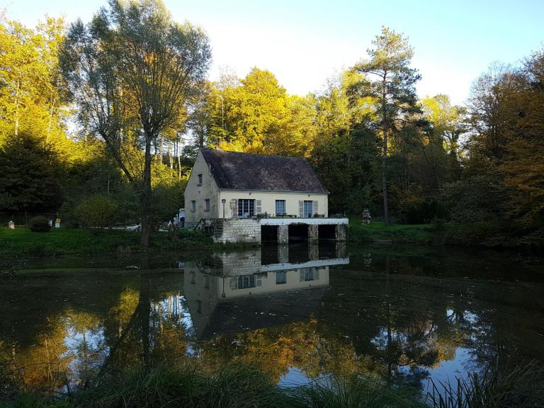 Cottage in the forest of Compiegne